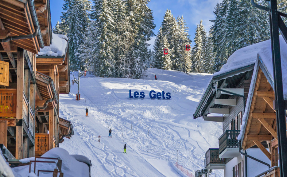 Les Gets is fully committed to ensuring that the mountains remain enjoyable. They have clearly outlined what rules and regulations they are placing to ensure everyone in the resort is safe when visiting.
